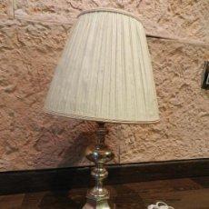 Antigüedades: PRECIOSA LAMPARA DE SOBREMESA EN BRONCE PLATEADO. Lote 35362815