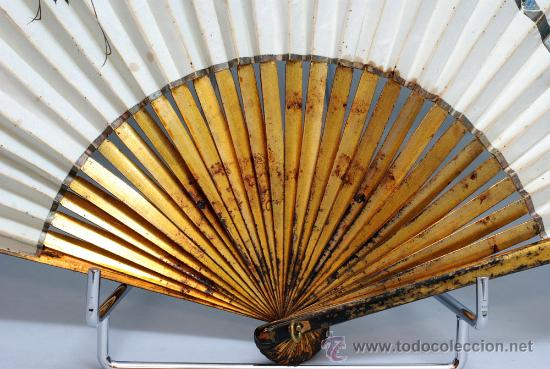 Antigüedades: Gran abanico chino varillaje en madera lacada pais de papel con garzas pintadas finales S XIX - Foto 2 - 35420814