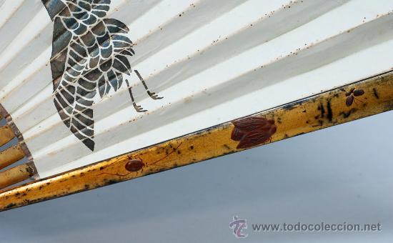 Antigüedades: Gran abanico chino varillaje en madera lacada pais de papel con garzas pintadas finales S XIX - Foto 3 - 35420814