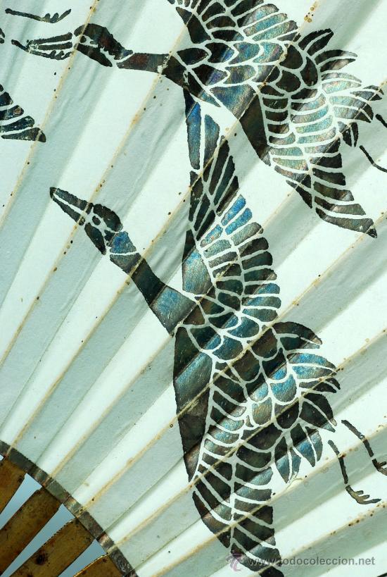Antigüedades: Gran abanico chino varillaje en madera lacada pais de papel con garzas pintadas finales S XIX - Foto 5 - 35420814