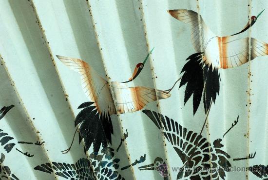 Antigüedades: Gran abanico chino varillaje en madera lacada pais de papel con garzas pintadas finales S XIX - Foto 6 - 35420814