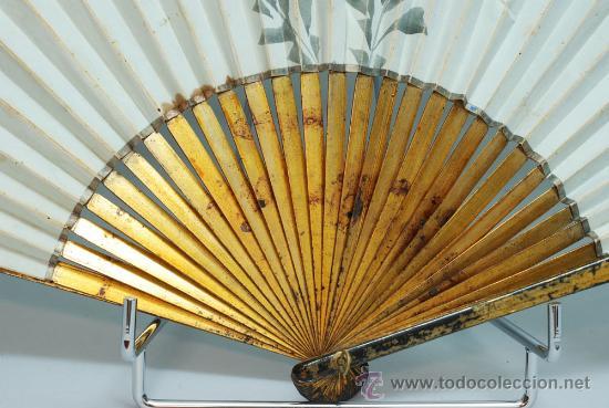 Antigüedades: Gran abanico chino varillaje en madera lacada pais de papel con garzas pintadas finales S XIX - Foto 9 - 35420814