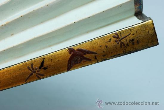 Antigüedades: Gran abanico chino varillaje en madera lacada pais de papel con garzas pintadas finales S XIX - Foto 10 - 35420814
