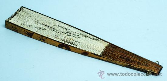 Antigüedades: Gran abanico chino varillaje en madera lacada pais de papel con garzas pintadas finales S XIX - Foto 14 - 35420814
