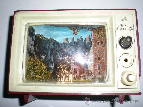 ANTIGUA CAJA DE MÚSICA TELEVISIÓN EN BAQUELITA VIRGEN DE MONSERRAT CON LUZ JAPAN AÑOS 50 60 (Antigüedades - Religiosas - Benditeras)