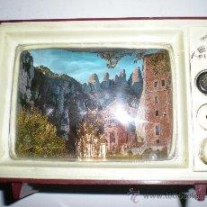 Antigüedades: ANTIGUA CAJA DE MÚSICA TELEVISIÓN EN BAQUELITA VIRGEN DE MONSERRAT CON LUZ JAPAN AÑOS 50 60. Lote 35422631