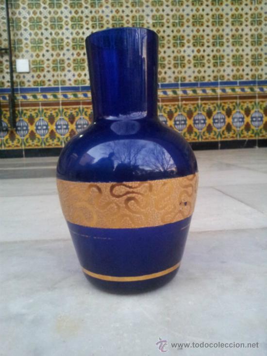 Antigüedades: Antigua botella en cristal azul con bonita decoración en Oro - Foto 2 - 35524434