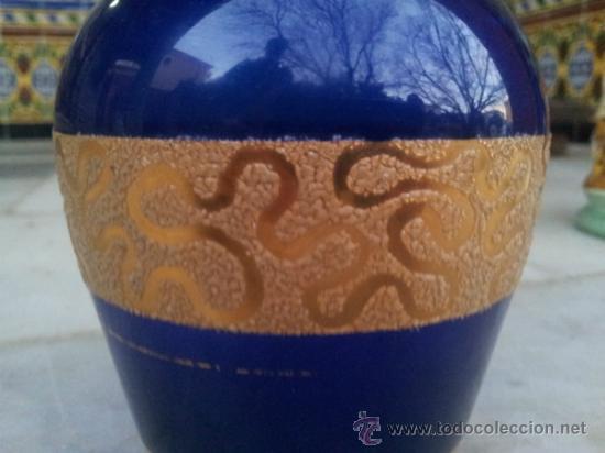 Antigüedades: Antigua botella en cristal azul con bonita decoración en Oro - Foto 3 - 35524434