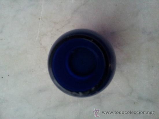 Antigüedades: Antigua botella en cristal azul con bonita decoración en Oro - Foto 7 - 35524434