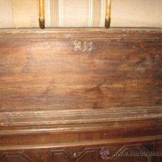 Antigüedades: ARCON ALEMÁN S. XX EN MADERA DE PINO CON CERRADURA ORIGINAL.. Lote 27352645