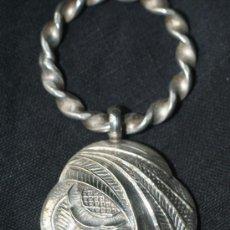 Antigüedades: SONAJERO DE METAL DE LOS AÑOS 40. Lote 35525815