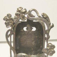 Antigüedades: PEQUEÑO MARCO MODERNISTA. CON BAÑO DE PLATA. HACIA 1900. 5 X 4 CM. Lote 35586624