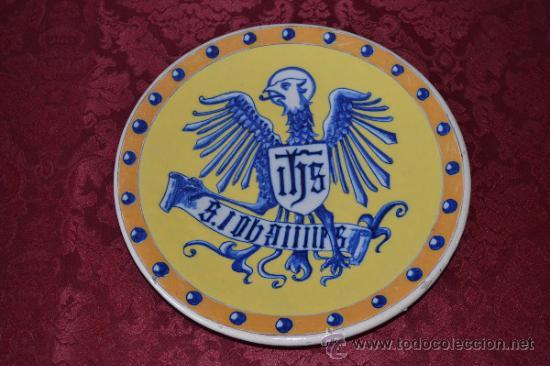 FANTASTICO PLATO CON AGUILA DE TRIANA (SEVILLA) (Antigüedades - Porcelanas y Cerámicas - Triana)