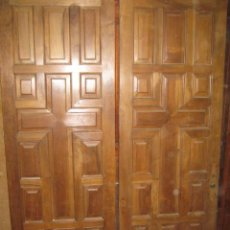 Antigüedades: PUERTA DE IGLESIA DE DOBLE HOJA EN NOGAL.. Lote 26675511