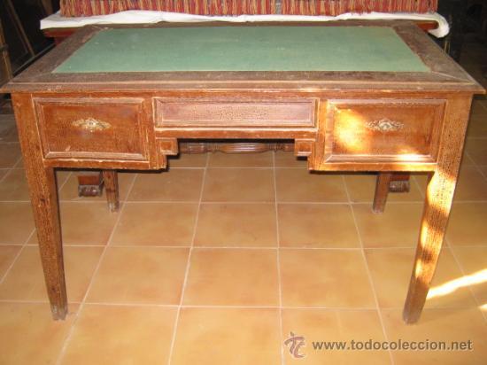 MESA DE DESPACHO ESTILO JORGE IV, CRAQUELADA. (Antigüedades - Muebles Antiguos - Mesas de Despacho Antiguos)