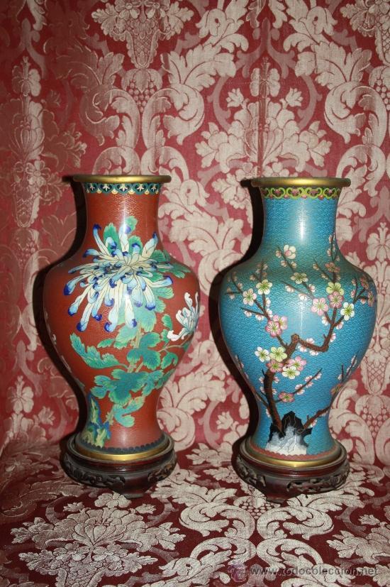 BONITA PAREJA DE JARRONES ORIENTALES - EN ESMALTE CLOISSONE CON PEANA - AÑOS 50 (Antigüedades - Porcelanas y Cerámicas - China)