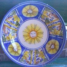 Antigüedades: ANTIGUO PLATO DE MANISES PINTADO A MANO, FIRMADO D.L.. Lote 35674371