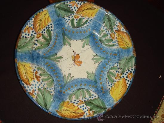 MUY ANTIGUO Y ORIGINAL PLATO HONDO DE CERAMICA DE MANISES. FIRMADO. MULTICOLOR. LAÑADO. (Antigüedades - Porcelanas y Cerámicas - Manises)