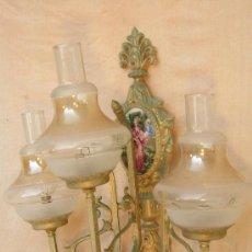 Antigüedades: APLIQUE EN METAL Y 3 TULIPAS DE CRISTAL. Lote 35833924