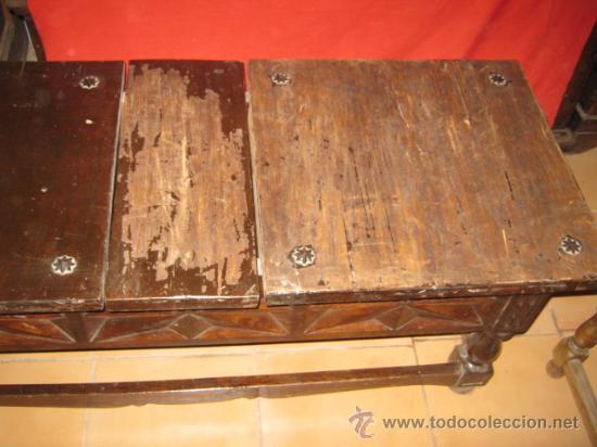 Antigüedades: Mesa baja de nogal con precioso tallado en los laterales. - Foto 2 - 26113587