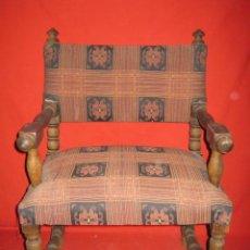 Antigüedades: PEQUEÑA BUTACA CASTELLANA DE MADERA.. Lote 36161523