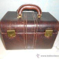 Antigüedades: ANTIGUO MALETIN NECESER DE VIAJE DE PIEL .. Lote 35904644