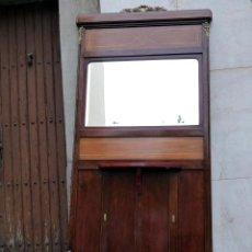 Antigüedades: ENTRADITA MODERNISTA CON ESPEJO EN MADERA.. Lote 35955358