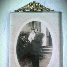 Antigüedades: PORTAFOTOS DE LATÓN Y CRISTAL BISELADO FRANCIA PPOS SIGLO XX. . Lote 35960130