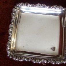Antigüedades: BANDEJA CUADRADA PEQUEÑA DE PLATA. Lote 35963049