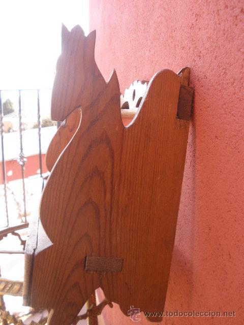 Antigüedades: PEQUEÑA ESTANTERIA DE PINO, CON CABEZAS DE CABALLO EN LOS LATERALES - Foto 5 - 35977171