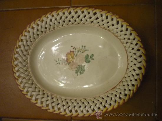 FUENTE DE CERÁMICA DE ALCORA, S XVIII (Antigüedades - Porcelanas y Cerámicas - Alcora)