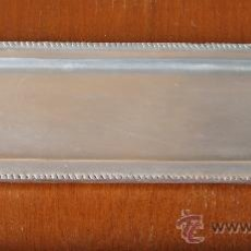 Antigüedades: BANDEJA EN METAL PLATEADO PEWTER Y CERAMICA 54 X 16 CM. Lote 36008508