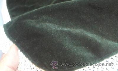 Antigüedades: Precioso tapete de terciopelo verde con puntilla blanca para niño Jesús. - Foto 2 - 184246506