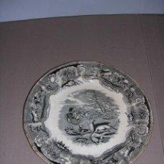 Antigüedades: PLATO FABRICA LA AMISTAD CARTAGENA ESCENAS DE CAZA , TAMPON EN SECO Y ESTAMPADO . Lote 36025868