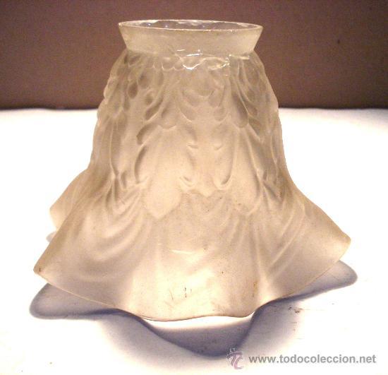 ANTIGUA TULIPA ONDULADA DE CRISTAL OPACO (Antigüedades - Cristal y Vidrio - Otros)