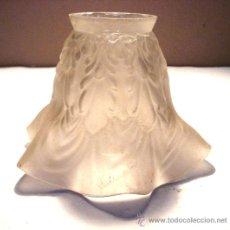 Antigüedades: ANTIGUA TULIPA ONDULADA DE CRISTAL OPACO. Lote 36032815