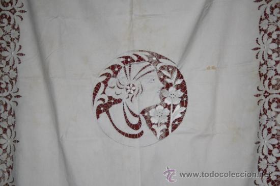 Antigüedades: INCREÍBLE CUBRECAMAS CON BORDADOS Y BONITA FIGURA MODERNISTA CENTRAL. CAMA INDIVIDUAL. 130 x 190 CM - Foto 12 - 52551936