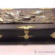 Antigüedades: MAGNÍFICA CAJA DE MADERA CON PLACA DE BRONCE DON QUIJOTE EN LA TAPA.. Lote 36105596
