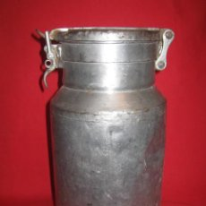 Antigüedades: LECHERA EN HIERRO MUY ORIGINAL POR SU PEQUEÑO TAMAÑO.. Lote 26449634