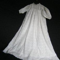 Antigüedades: ANTIGUO FALDÓN DE ORGANZA BORDADA AÑO 1900. Lote 68699655