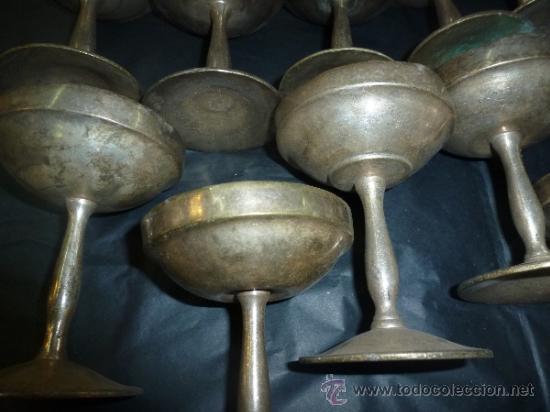 Antigüedades: juego de 17 copas de metal - Foto 14 - 118517948