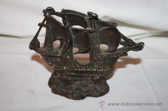 Antigüedades: ESCULTURA O PISAPAPELES. REPRODUCCIÓN EN PLOMO DE LA CARABELA 'SANTA MARÍA'. SIGLO XX - Foto 2 - 36161173