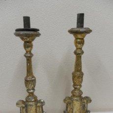 Antigüedades: PAREJA DE CANDELABROS. MADERA DORADA Y POLICROMADA. SIGLO XVIII. . Lote 36181882