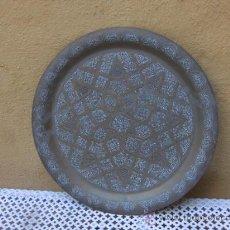Antigüedades: PLATO DE BRONCE, REPUJADO. Lote 36204726