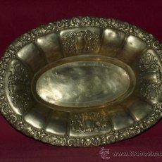 Antigüedades: BANDEJA CENTRO, LATÓN PLATEADO C 1930.. Lote 36260931