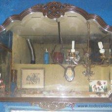 Antigüedades - Espejo en madera con bonito tallado superior e inferior. Espejo biselado. - 25988763