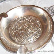 Antigüedades: ANTIGÜO CENICERO O CENTRO EN ALPACA PLATEADA, CON ESCUDO EN EL CENTRO, 21 CMS. DIAMÉTRO. Lote 36331191