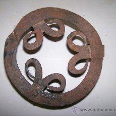 Antigüedades - Antiguo trebede de hierro forja. - 102085431