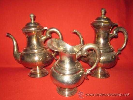 CAFETERA Y TETERA DE ALPACA DE BONITAS FORMAS. (Antigüedades - Platería - Bañado en Plata Antiguo)