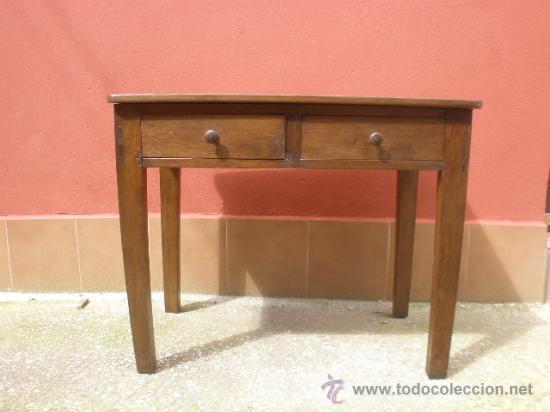 ANTIGUA MESA DE PINO CON DOS CAJONES. RESTAURADA (Antigüedades - Muebles Antiguos - Mesas Antiguas)